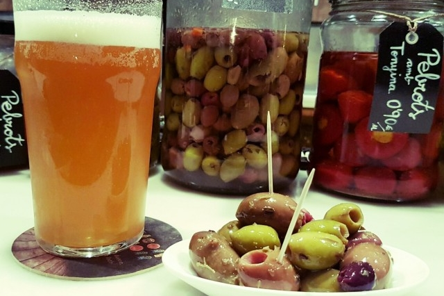 Some olives and craft beer at La Rovira